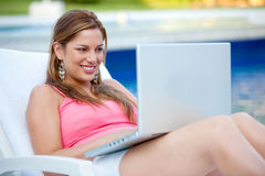 Casual woman with laptop Royalty Free Stock Image