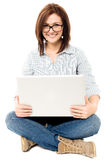 Casual woman working on a laptop Royalty Free Stock Photography