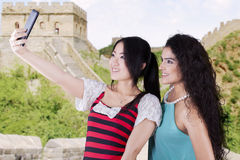 Casual women taking photos at Great Wall Royalty Free Stock Photos
