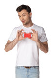 Casual young man looking at camera, keep card Royalty Free Stock Photography