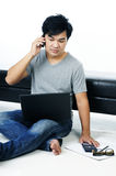 Casual young man talking on cellphone Royalty Free Stock Photos