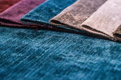 Catálogo del paño multicolor de la tela de los muebles, fondo de la textura, textura de la tela de seda imágenes de archivo libres de regalías