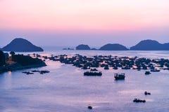 Cat Ba Island bij zonsondergang royalty-vrije stock foto