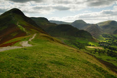 Cat Bells. Looking up Cat Bells and to the Derewnt Fells Stock Photo