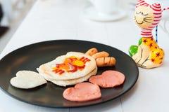 Cat Fried Egg met Hartenworst Royalty-vrije Stock Foto's