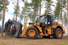 CAT 972M XE林业的轮子装载者 库存图片