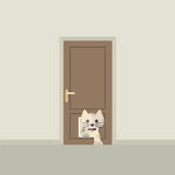 Cat Passing Through The Door per il gatto Immagini Stock