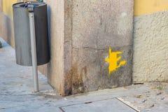 Cat Pokemon Stencil engraçada na parede pública: Rua Art Painting Imagem de Stock