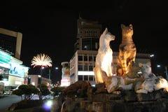 Cat Statue en las calles de Kuching en noche Fotografía de archivo libre de regalías