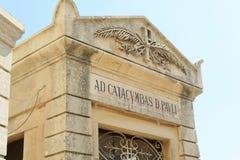 Catacomben van St Paul Malta, het algemene detail van het ingangsteken Royalty-vrije Stock Foto's