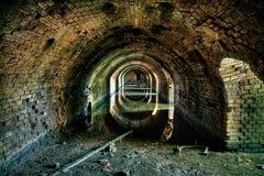 Catacombes souterraines d'une vieille briqueterie image stock