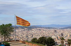 Catalaanse vlag over Barcelona Royalty-vrije Stock Foto's