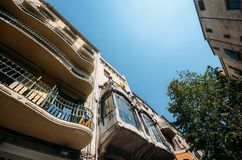 Catalan modernism för Gaudi stil i den historiska mitten av Girona royaltyfri foto