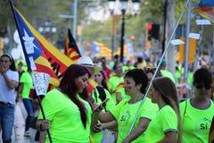 Catalan symboler på den Diada självständighetmanifestationen Arkivbild