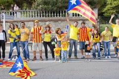 Catalanen maakten tot een 400 km-onafhankelijkheid menselijke ketting Stock Afbeeldingen