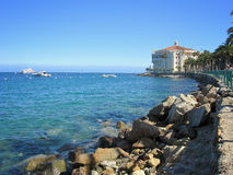 Catalina Island Shoreline och kasino arkivfoto