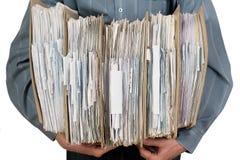 Catalogo della holding dell'uomo dei documenti Fotografia Stock
