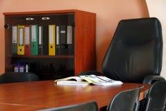 Catalogo sullo scrittorio in ufficio Immagini Stock Libere da Diritti