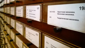 Catalogue d'ard de ¡ de Ð dans la bibliothèque régionale Photographie stock libre de droits