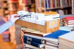 Catalogue de carte à la bibliothèque Photo stock