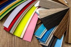 Catalogue des échantillons de matériaux pour des meubles photographie stock libre de droits