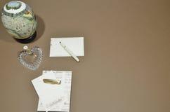 Catalogusontwerp writing brieven stock fotografie