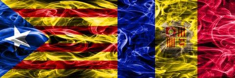 Catalonië versus zij aan zij geplaatste de vlaggen van de het exemplaarrook van Andorra Dik gekleurde zijdeachtige rookvlaggen va vector illustratie