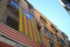 Catalonia flagga på byggnaden på Juni 20, 2016 i Tarragona, Spanien Royaltyfri Fotografi