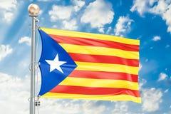 Catalonia flagga som vinkar i blå molnig himmel, tolkning 3D Arkivfoton