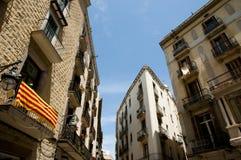 Catalonian flagga på balkongen - Barcelona Royaltyfria Foton