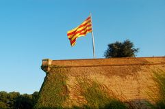Catalunya/卡塔龙尼亚的旗子在阳光下 库存图片