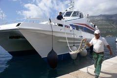 Catamarán que llega del mar Imagen de archivo libre de regalías