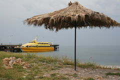 Catamarã amarelo do turista Fotos de Stock Royalty Free
