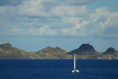 Catamaran blisko St Barts Zdjęcia Royalty Free