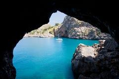 Catamaran dans un compartiment bleu photo libre de droits