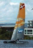 Catamaran die in de Baai van Cardiff varen Stock Fotografie