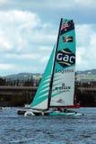 Catamaran die in de Baai van Cardiff varen Royalty-vrije Stock Foto's