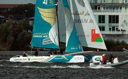 Catamaran die in de Baai van Cardiff varen Royalty-vrije Stock Afbeelding