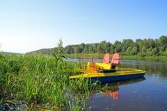 Catamaran door de rivier Stock Foto