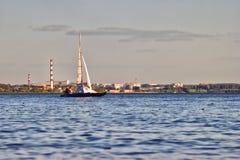 Catamaran jest na Ob rezerwuarze Obraz Royalty Free