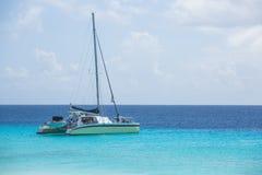 Catamaran ? la plage photographie stock libre de droits