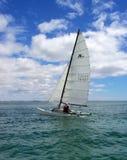 Catamaran onder zeil Royalty-vrije Stock Foto