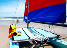Catamaran op het strand Royalty-vrije Stock Foto's