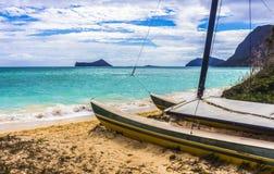 Catamaran på strand Arkivbilder