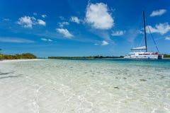 Catamaran på stranden Arkivfoton