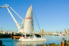 Catamaran partant du port de Cape Town photo stock