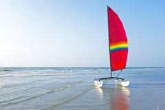 Catamaran przy plażą w holandiach Zdjęcia Royalty Free