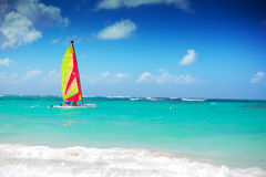 Catamaran sailing in the caribbean sea Royalty Free Stock Photography