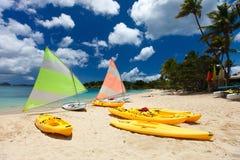 Catamaranes en la playa tropical Imágenes de archivo libres de regalías