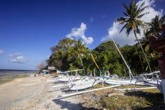 Catamarani delle industrie della pesca sulla spiaggia, Nusa Penida, Indonesia Immagine Stock